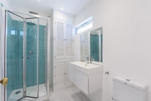 Stylish garden apartment Nr High Street Kensington, Ferienwohnungen  London - big - 37