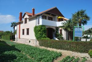 Albergues - Guesthouse Ema