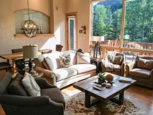 Gorgeous home in Quiet East Vail - Hotel
