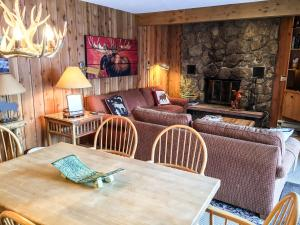 Cozy East Vail 2 Bedroom Condo #1601 w/ Fireplace. - Hotel - Vail