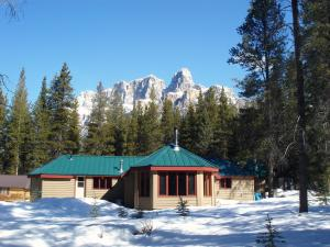 HI-Castle Mountain Hostel