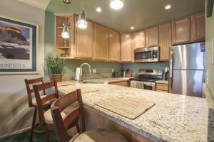 In the heart of Mammoth, Sleeps 4