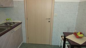 Studio Apartment in Orebic with Sea View, Balcony, Air Conditioning, Wi-Fi (4202-4)