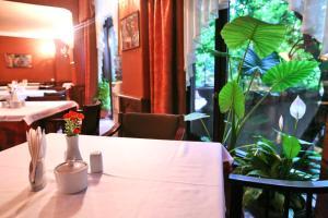 Hotel Sympatia, Hotels  Tbilisi City - big - 38