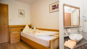 Hotel Anabel - Cadipietra / Steinhaus
