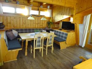 Pension Tannenhof, Bed and Breakfasts  Leogang - big - 64