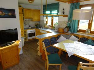 Pension Tannenhof, Bed and Breakfasts  Leogang - big - 59