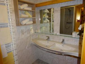 Pension Tannenhof, Bed and Breakfasts  Leogang - big - 56