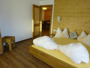 Pension Tannenhof, Bed and Breakfasts  Leogang - big - 47