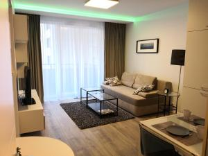 Hestia Apartments Chopin Airport Deluxe - Warsaw