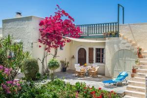 Bougainvillea House in Crete - Agia Fotia