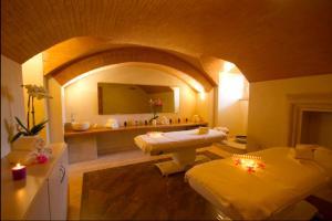 Castello di Velona Resort Thermal SPA & Winery, Hotel  Montalcino - big - 128