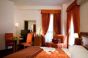 Excel Hotel Roma Ciampino, Szállodák  Marino - big - 44