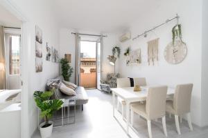 White Napoleone Apartment - abcRoma.com