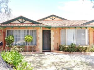 Cosy easy access home near Perth CBD and Fremantle - Canning Vale