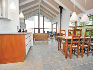 Three-Bedroom Holiday home Bjert with Sea View 08, Holiday homes  Sønder Bjert - big - 15
