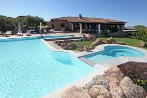 Olbia Villa Sleeps 14 Pool Air Con WiFi - AbcAlberghi.com