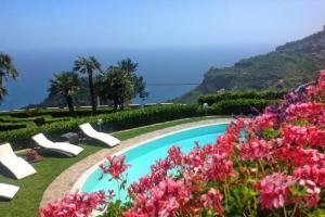 Ravello Villa Sleeps 10 Pool Air Con WiFi - AbcAlberghi.com