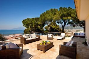 Priora Villa Sleeps 16 Pool Air Con WiFi - AbcAlberghi.com