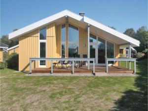 Two-Bedroom Holiday Home in Rechlin - Boek