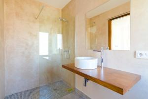 Vidreres Villa Sleeps 14 Pool Air Con WiFi, Vily  Vidreres - big - 34