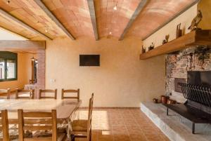 Vidreres Villa Sleeps 14 Pool Air Con WiFi, Vily  Vidreres - big - 17