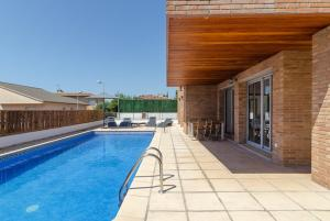 Blanes Villa Sleeps 10 Pool WiFi, Vily  Blanes - big - 45