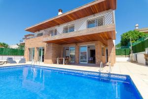 Blanes Villa Sleeps 10 Pool WiFi, Vily  Blanes - big - 40