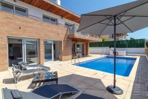 Blanes Villa Sleeps 10 Pool WiFi, Vily  Blanes - big - 33