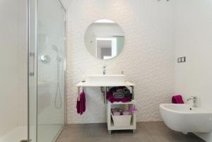 Lloret de Mar Villa Sleeps 9 Pool WiFi, Vily  Lloret de Mar - big - 2