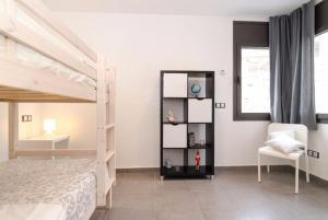 Lloret de Mar Villa Sleeps 9 Pool WiFi, Vily  Lloret de Mar - big - 40