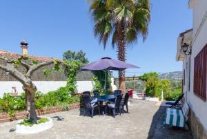 Montbarbat Villa Sleeps 6 Pool WiFi, Vily  Mont Barbat - big - 6