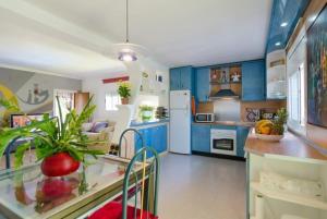 Montbarbat Villa Sleeps 6 Pool WiFi, Vily  Mont Barbat - big - 5
