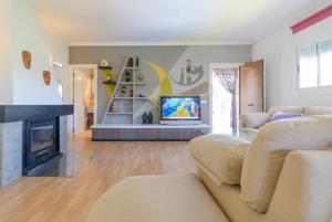 Montbarbat Villa Sleeps 6 Pool WiFi, Vily  Mont Barbat - big - 36