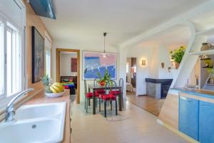 Montbarbat Villa Sleeps 6 Pool WiFi, Vily  Mont Barbat - big - 3