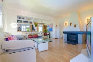 Montbarbat Villa Sleeps 6 Pool WiFi, Vily  Mont Barbat - big - 12