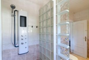 Montbarbat Villa Sleeps 6 Pool WiFi, Vily  Mont Barbat - big - 8