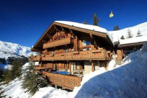 Mussillon Chalet Sleeps 15 Pool WiFi