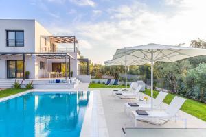 Chalikounas Villa Sleeps 4 Pool Air Con WiFi - Agios Ioannis Peristerion