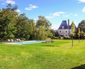 Brinon-sur-Sauldre Chateau Sleeps 12 Pool WiFi - Souvigny-en-Sologne