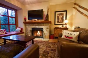 Spacious Rustic Whistler Retreat at the Woods - Hotel - Whistler Blackcomb