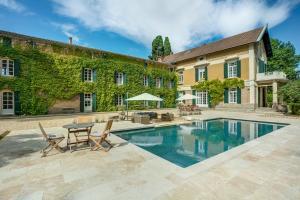 obrázek - Pinet Villa Sleeps 12 Pool Air Con WiFi