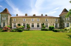 Riocaud Chateau Sleeps 11 Pool WiFi - Saint-Quentin-de-Caplong