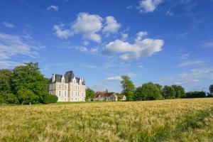 Archigny Chateau Sleeps 13 Pool WiFi - Les Hermitières