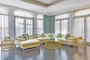 Upscale 6BR Villa with Private Pool on Palm Jumeirah - Dubai