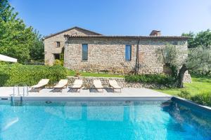 Antognola Villa Sleeps 8 Pool Air Con WiFi - AbcAlberghi.com