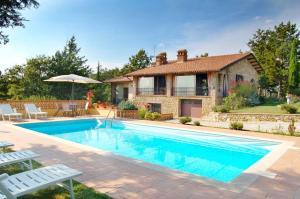 Castel Rigone Villa Sleeps 6 Pool WiFi - AbcAlberghi.com