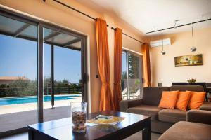 Skala Villa Sleeps 6 Pool WiFi