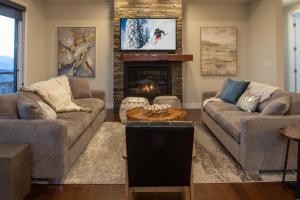 Luxury Home with Panoramic Views - Hotel - Vernon