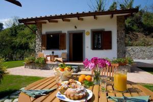 Priora Villa Sleeps 2 Pool Air Con WiFi - AbcAlberghi.com